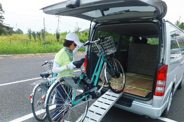 Loading E-Bike on shuttle van capable to carry four E-bikes