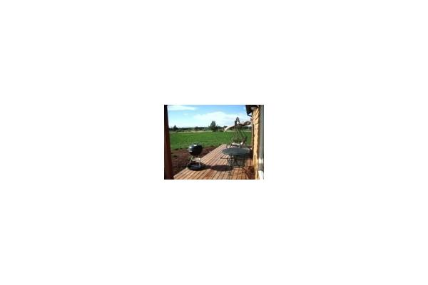 Full legnth deck with BBQ, great mountain view and love seat swing