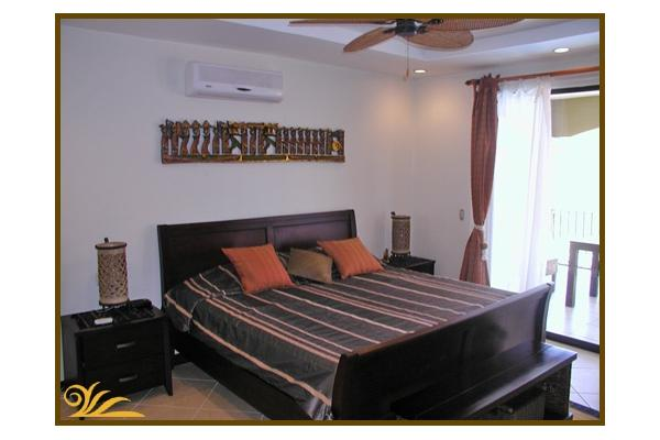 Fully equipped Condo with king with queen beds: (2 people)