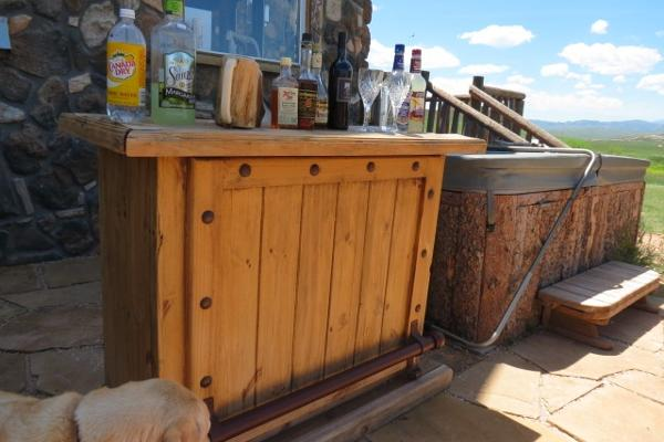 Fully Stocked Outdoor Bar and Hot tub!