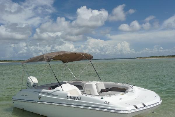 19' Sundeck - 6 Person