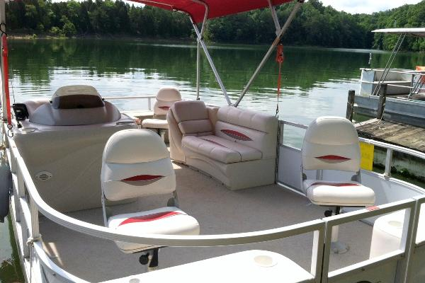 BOAT #2 19 Foot, 3 Fishing Chairs, Couch, Live Well, 60 HP 4 Stroke