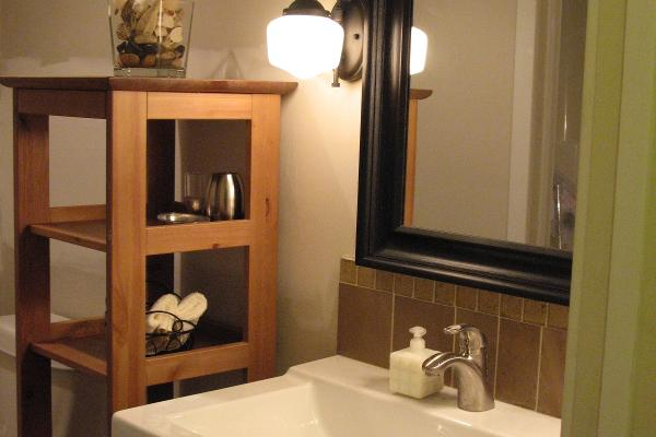 The spacious bathroom as an adjoining room with full shower and bathtub.