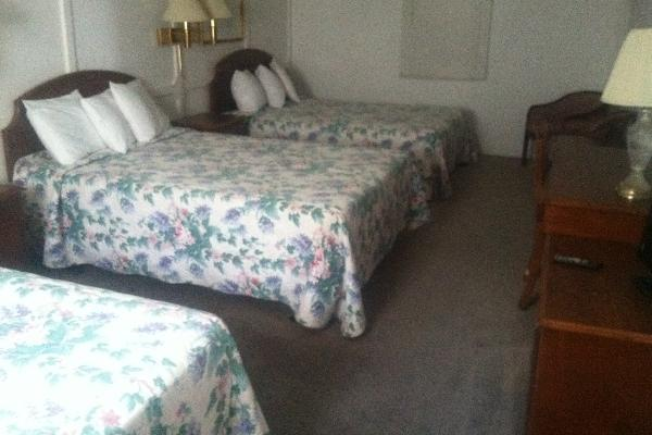 2 room suite, 3 full size beds, kitchette