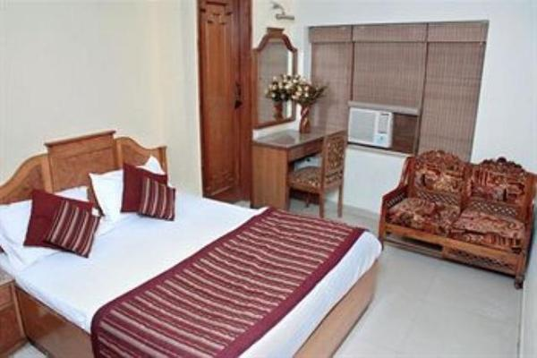 This room is decorated affably that has an attached bath. It has all the basic amenities like Deluxe Room is an Air Conditioned room, Fan, One Double/Single bed with attached bath, Shower, Wake Up Se