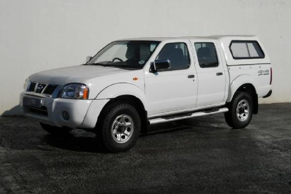 Nissan Double Cab White