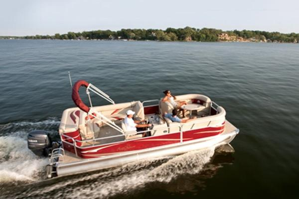 24' and 26' family pontoon boats holding up to 14 passengers!