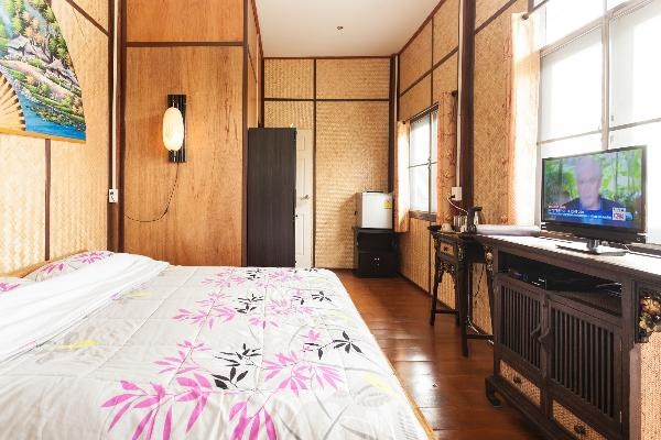 'Classic' bamboo decorated room with en-suite bathroom