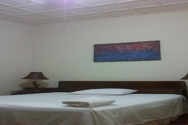 Air Conditioner, Cable TV, Wi-Fi, Room Service, Access to Kitchen, Laundry Service