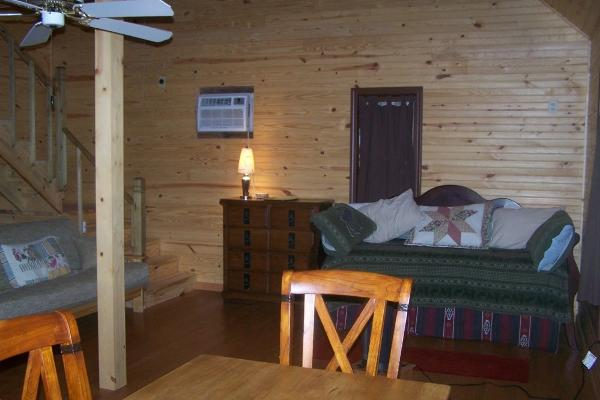 Little Easy Cabin, Owner Jeff Drinkwater in Holladay, Tn 1.4 Miles from Tennessee River and I-40 (exit 133)