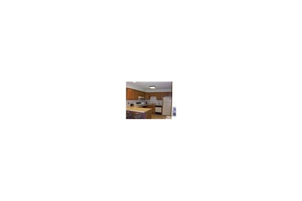 Kitchen / Dining Area Fully equipped and applianced for that just like home feeling