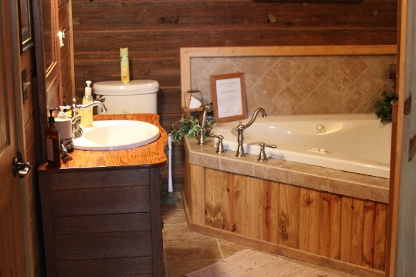 Jacuzzi tub & Shower