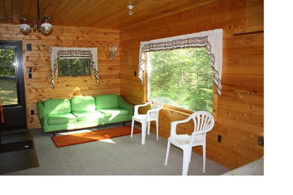 1 room cabin w/double bed and couch