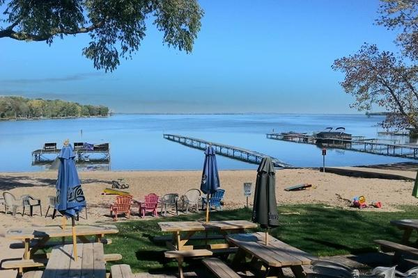 Pettit's Lakeview Campground and Bar