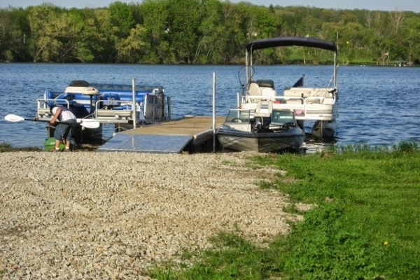 Boats Docking to Enjoy the Campground Attractions