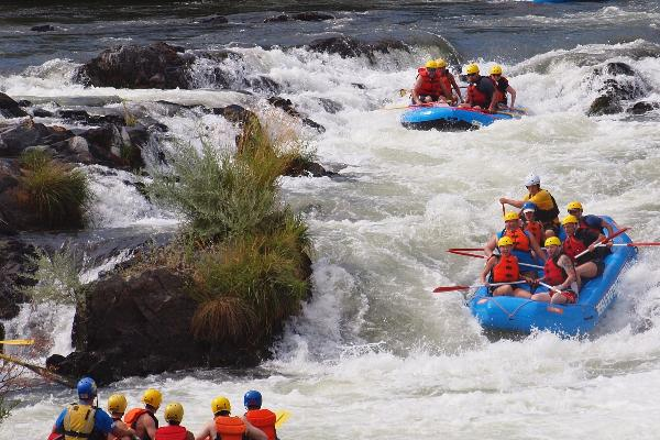 CLASS I-V WHITEWATER ON THE ROGUE RIVER