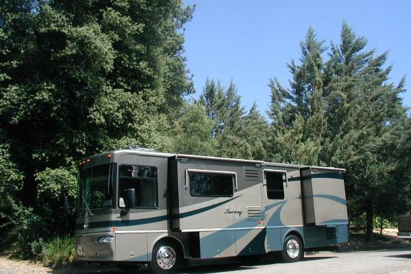 2004 Winnebago Journey, sleeps 6, two slide outs