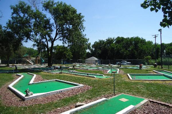 Double Nickel Campground Mini Golf