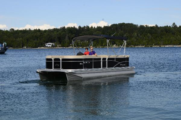 Pontoon: 24ft Manitou Aurora LE with 90hp Yamaha