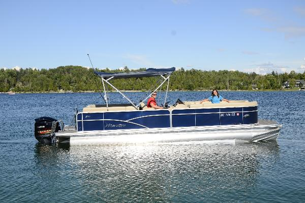 25ft Manitou Aurora LE SHP with 225hp Yamaha V-Max