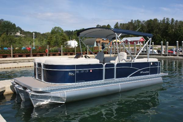 Tritoon: 23ft Manitou Aurora LE VP with 150hp