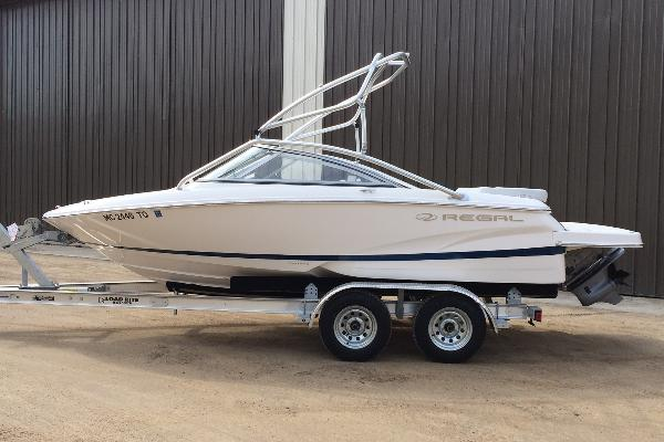 Bowrider: 20ft Regal 1900 SE w/225hp - Wakeboard Tower