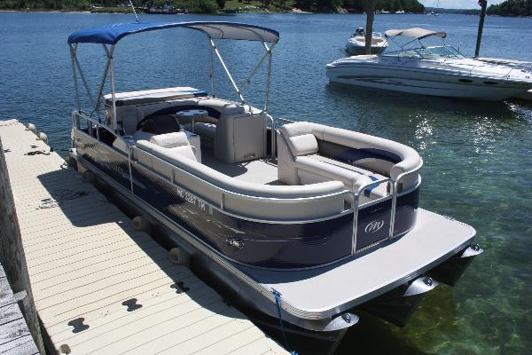 Tritoon: 23ft Manitou Aurora VP with 150hp