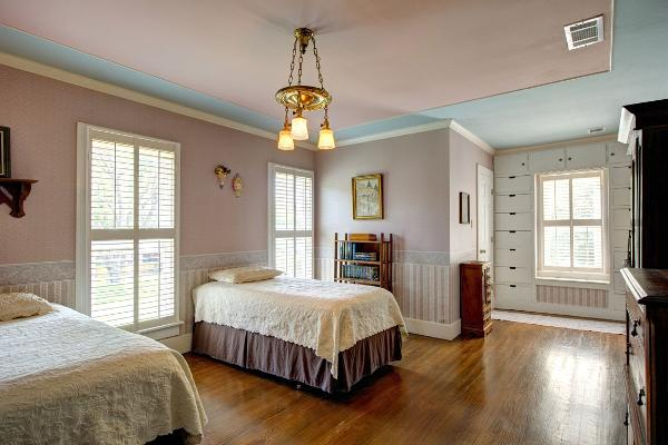 The Alexander House Bed & Breakfast