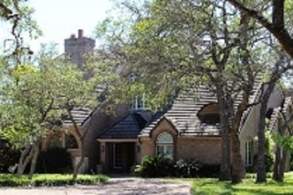 Main Ranch House 4 Bedroom, 4.5 Bath, Huge Master Suite
