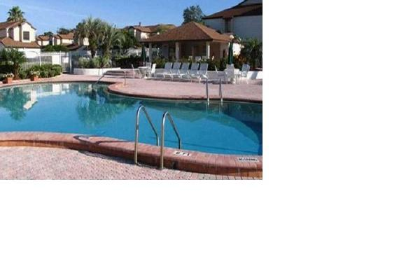 Pool Front Condo-Sleeps 6